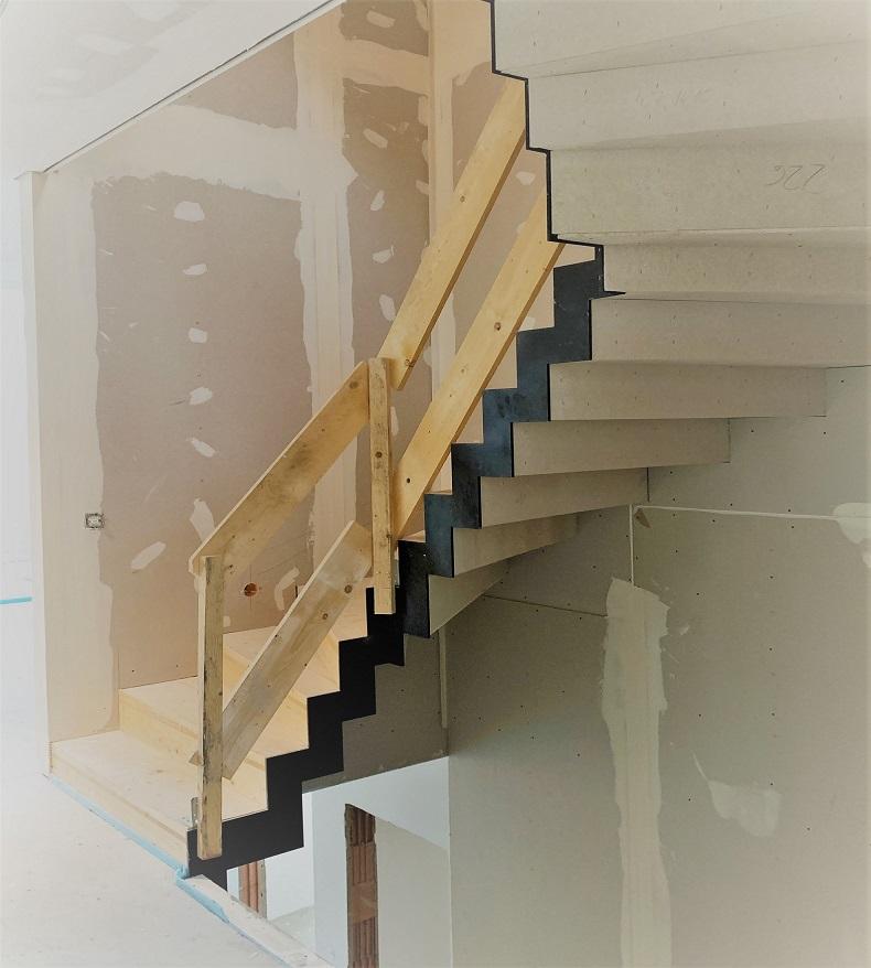 Faltwerk-Treppe aus Brettsperrholz im Bauzustand